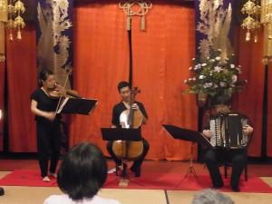 9月11日 金剛院での街中コンサート(赤坂智子、細井唯、大田智美)